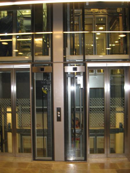 Sähkötalon hissi